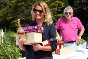 Des balles, du champagne et un magnum de rosé pour Astrid Bard qui vient d'être récompensée par Philippe Daniel