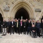 Les journalistes de la section Ouest de l'UJSF, rassemblés à l'abbaye de l'Epau, au Mans, autour de Véronique Rivron, vice-présidente du Conseil général de la Sarthe.