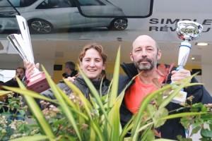 Sur le podium du cross Ouest-France – Pays de la Loire, les champions de France des Journalistes 2014, Hervé Petitbon et Nathalie Longeray.