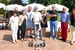 En présence du maire de La Baule et de plusieurs partenaires, Guillaume Chéronet a offert un chariot électrique Golf-K-dy au vainqueur.