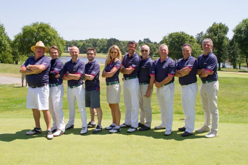 Ils n'ont pas remporté le trophée par équipe mais s'il y avait eu un concours d'élégance, nul doute qu'ils auraient décrocher la palme. Superbes dans leur tenue bleue et blanche  nos amis de Canal + !