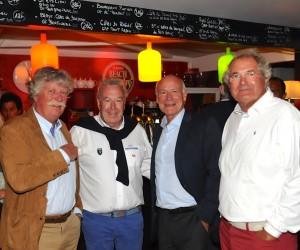 Jean-Claude Virfeu avec l'équipe municipale : Yves Métaireau et deux de ses conseillers, Jacques Belot et Jean-Yves Lehuédé