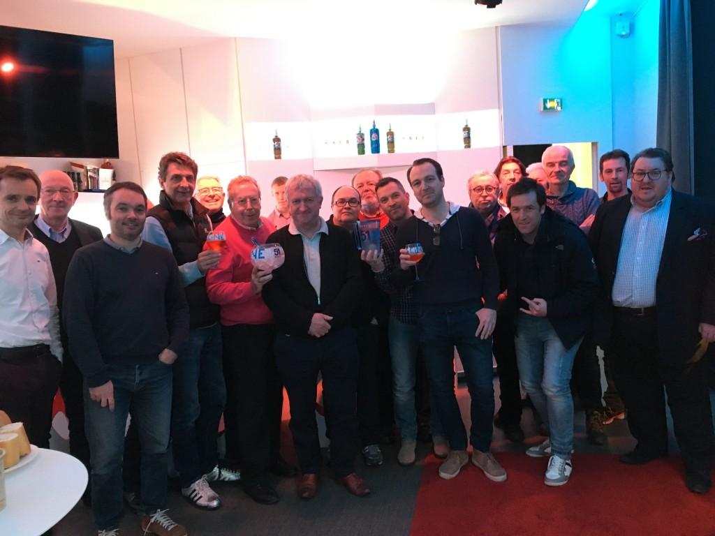 Les journalistes présents à l'AG rassemblés au Club Pernod aux côtés de Frédéric Zavagob, le maître des lieux.