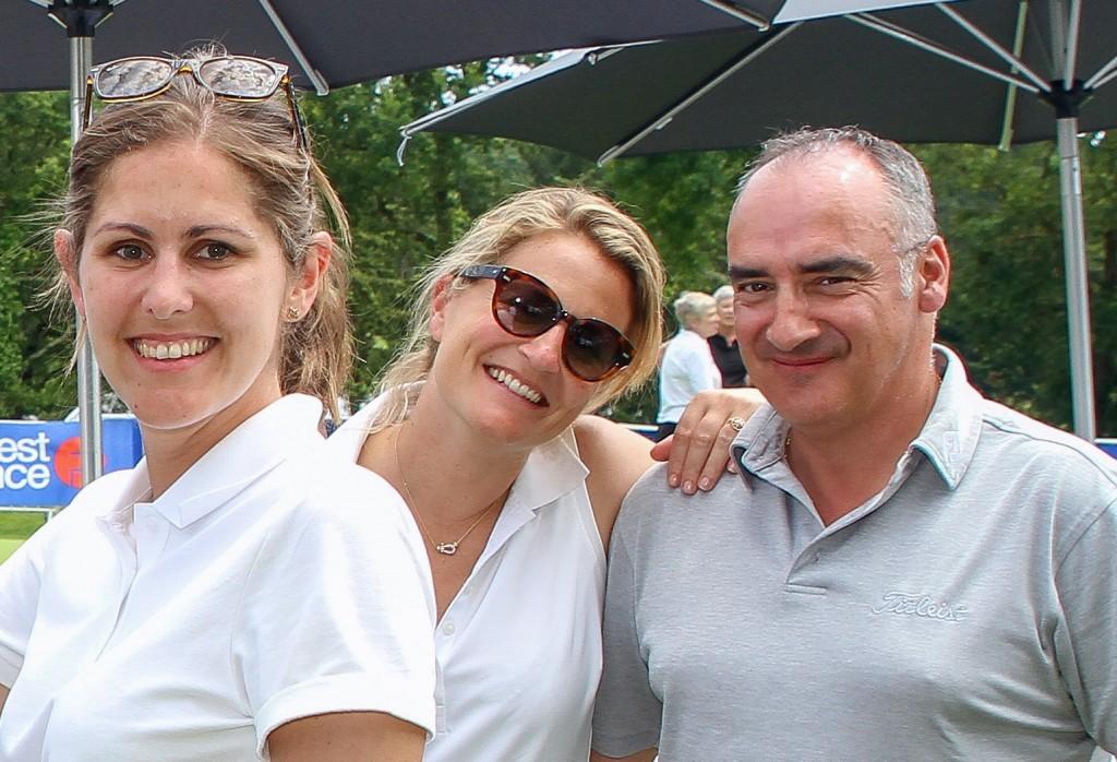 Caroline Bauer, à droite et Arnold Cara, à gauche, les lauréat de ce prix de la communication.