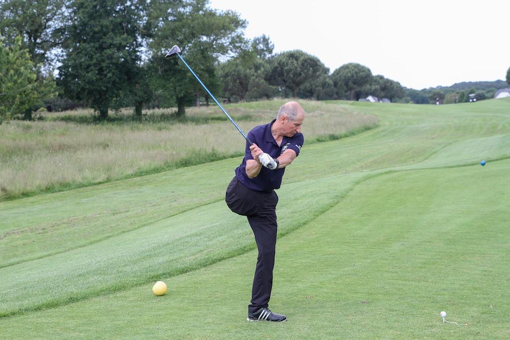 Superbe journée et très belle performance du golfeur handisport  Jean-Yves Padioleau. Deuxième du classement « handi » derrière l'intouchable Thierry Godineau, Jean-Yves qui joue sur une seule jambe a impressionné ceux qui ont partagé sa partie et tous ceux qui l'ont vu swinguer.