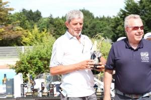 Jacques d'Aleyrac, vainqueur chez les journalistes en 2e série brut, en compagnie de Jean-Claude Virfeu.