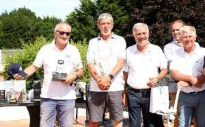 Première victoire golfique à La Baule pour Gérard Fusil, premier en 2e série net. A sa droite Jacques d'Aleyrac, Michel Luccioni, Jean Cohadon et Patrick Guillon.