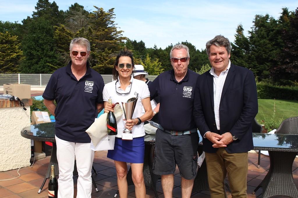 Bien entourée la Bauloise Valentine Clément, lauréate dans la compétition VIP du vendredi ! A ses côtés, Jean-Jacques Cavalin, 3e de la compétition, Jean-Claude Virfeu et Franck Louvrier.