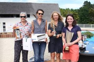 De droite à gauche, le quarté vainqueur chez les journalistes dames « net » : Mathilde Gaudéchoux, Brigitte Hagemann, Marie-Pascale Verny et Christine Rivet.