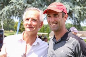Armel Le Cléac'h en compagnie de l'un de ses supporters, Yannick Leroy, directeur de l'Agence Banque Populaire de La Baule.