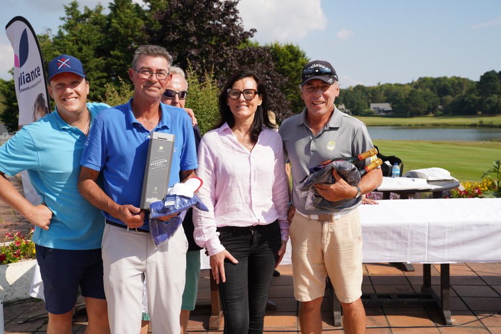 Un peu de carburant pour les « Pros » récompensés par Sophie Baron et Olivier Daniel (Vidalies).