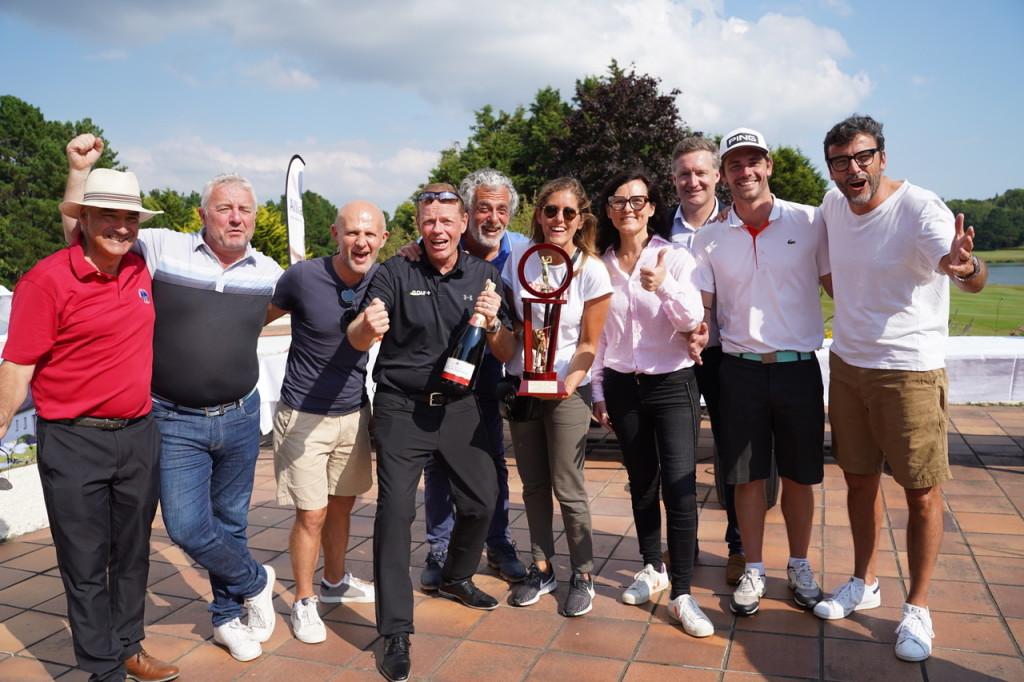Un nouveau titre par équipe pour Canal+ emmené par Romain Bouchenot et Christian Ledan. Et le trophée Alliance Construction remis par Sophie Baron.