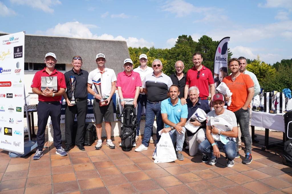 Avec Romain Bouchenot, deux anciens champions de France, Stéphane Boutet et Thierry David, sur cette photo de famille des Journalistes 1res séries.